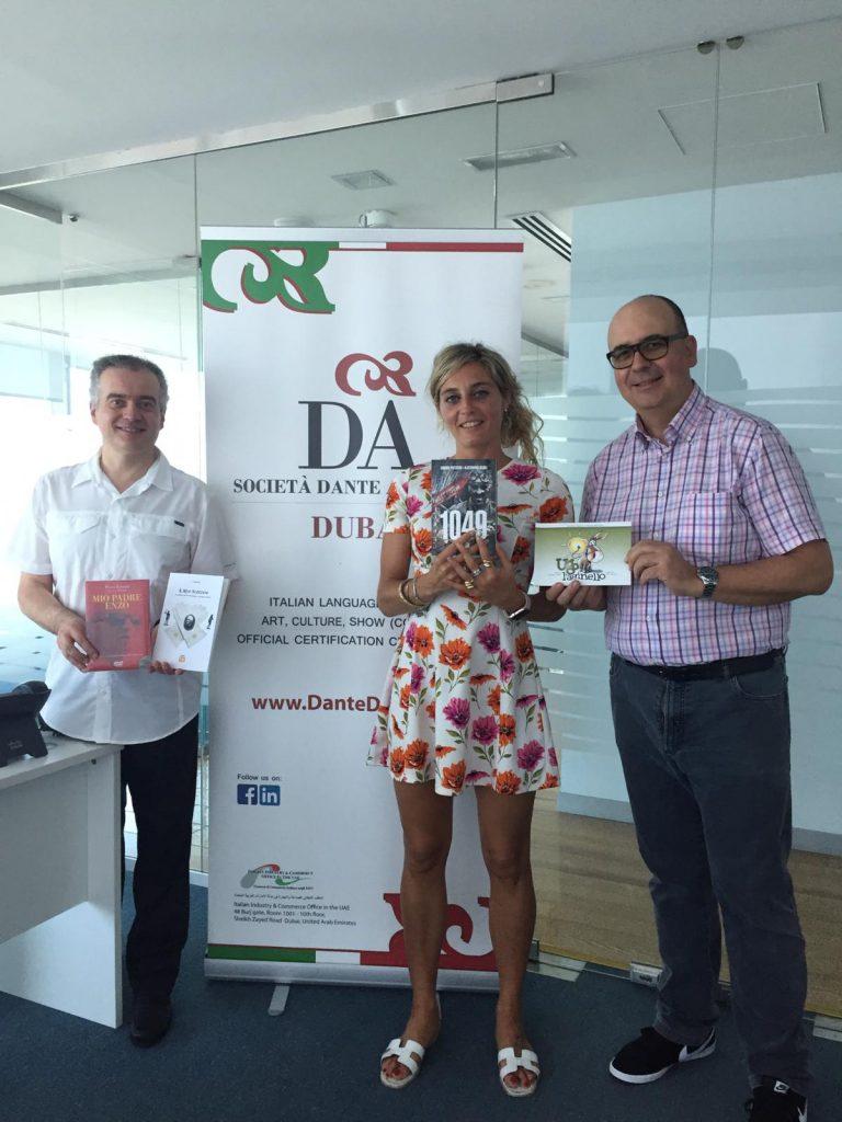 Esemplare donazione di libri alla Dante Alighieri Dubai