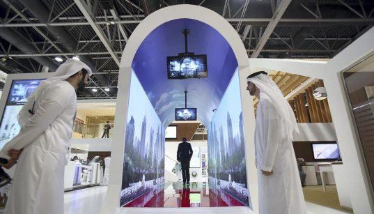 Aeroporto di Dubai: i controlli di sicurezza si fanno nell'acquario